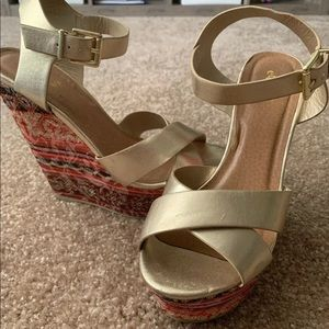 Gold Pattern Wedges